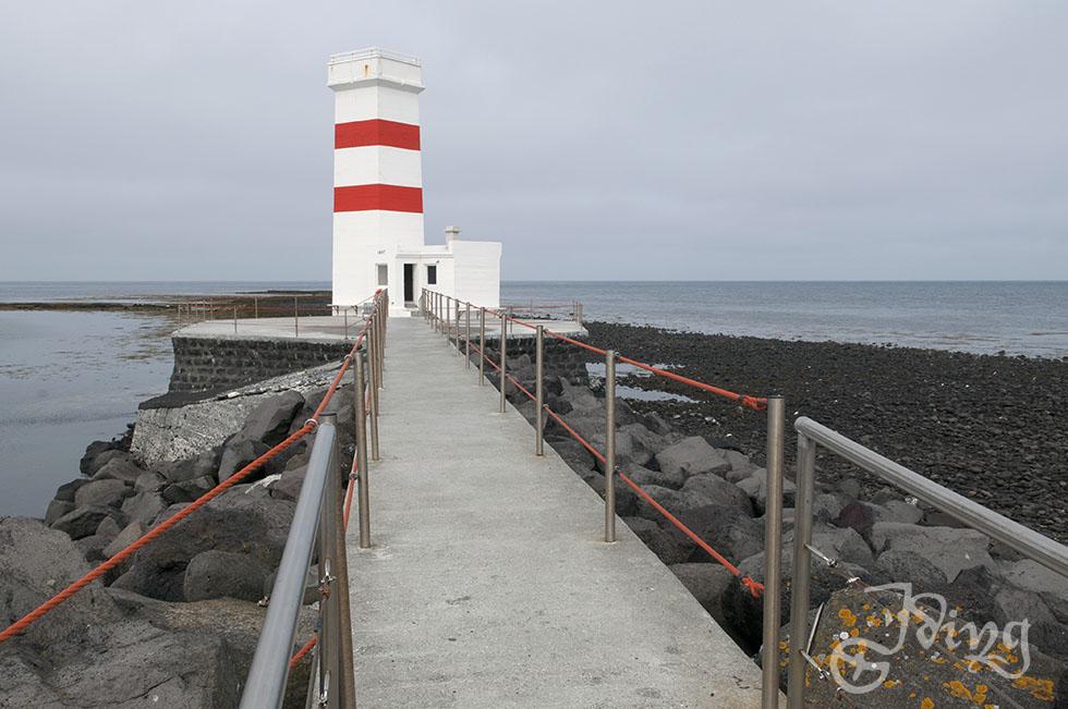 Leuchtturm in Garður auf der Halbinsel Reykjanes. Zwischen den beiden Leuchttürmen befindet sich eine recht schöne kostenlose Campsite mit WC, Warmwasser, Geschirrspülmöglichkeit und sogar Stromanschlüssen. Allerdings ohne wesentlichen Windschutz.