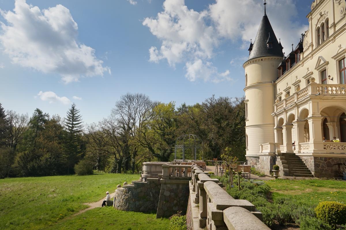Schloss Ralswiek mit Schlossdame Mama