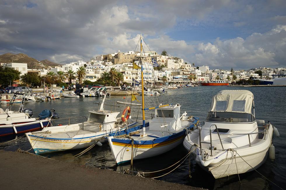 Blick auf die Chora von Naxos vom Anlegesteg der Fähre aus gesehen.