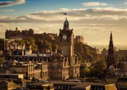 Blick vom Calton Hill auf die Altstadt von Edinburgh