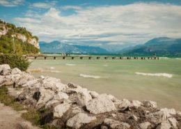Anlegesteg am Strand von Sirmione - Gardasee