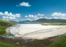 Weißer Strand auf der Isle of Harris Schottland