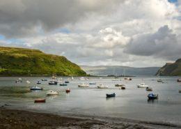 Boote im Hafen von Portree auf der Isle of Skye Schottland