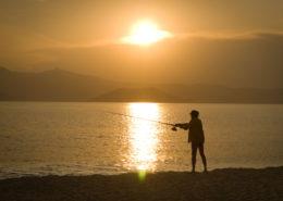 Angler am Plaka-Strand Naxos