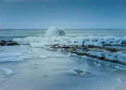 Strand Thiessow Rügen. Vereiste Wellenbrecher