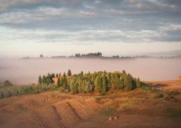 Ein Toskanischer Bauernhof unter Nebel-Schleiern