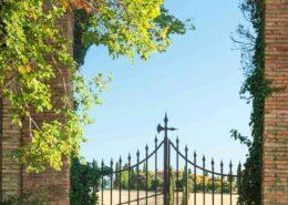 Eingangsportal zu einer toskanischen Villa