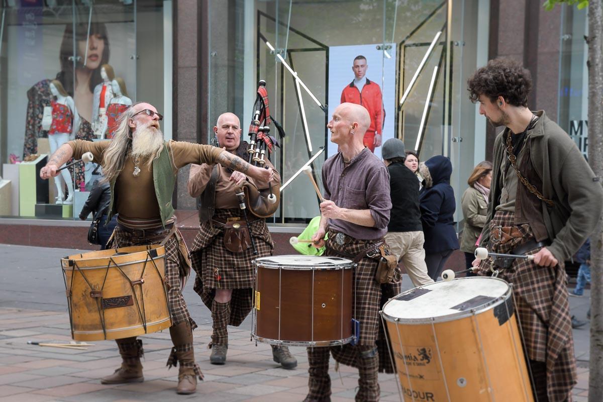 Glasgow Clanadonia Straßenmusikszene
