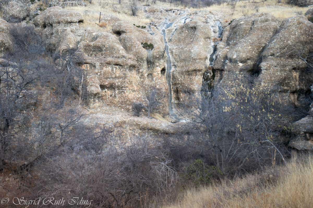 Zerklüftete Felsen am Sasa Safari Camp in Namibia